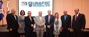 UNAPEC realiza encuentro con egresados de Ingeniería y otorga premio al más destacado