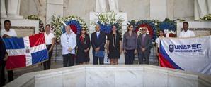 UNAPEC deposita ofrenda en Altar de la Patria por aniversario de la Independencia Nacional