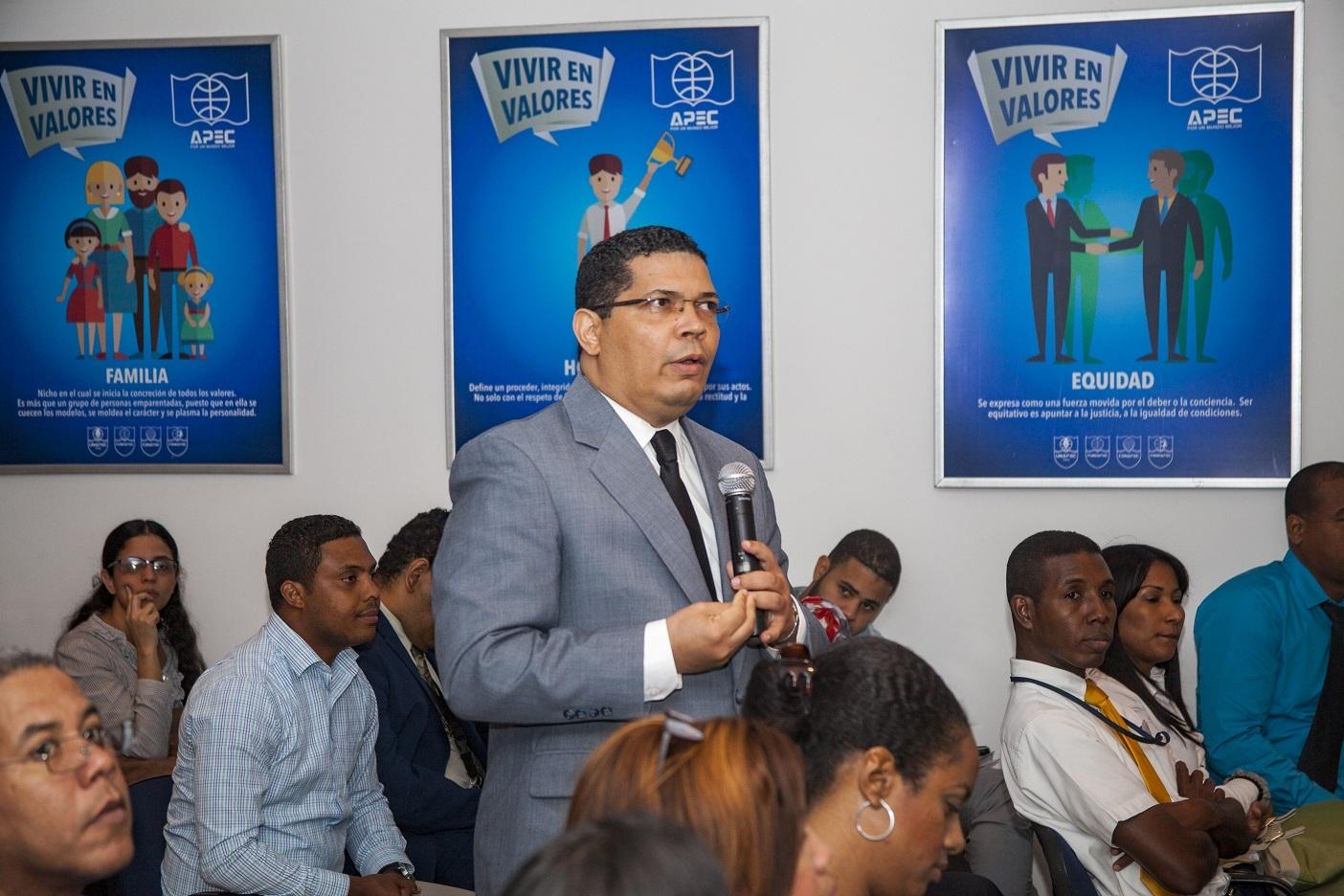 Conferencia sobre Control Interno en UNAPEC