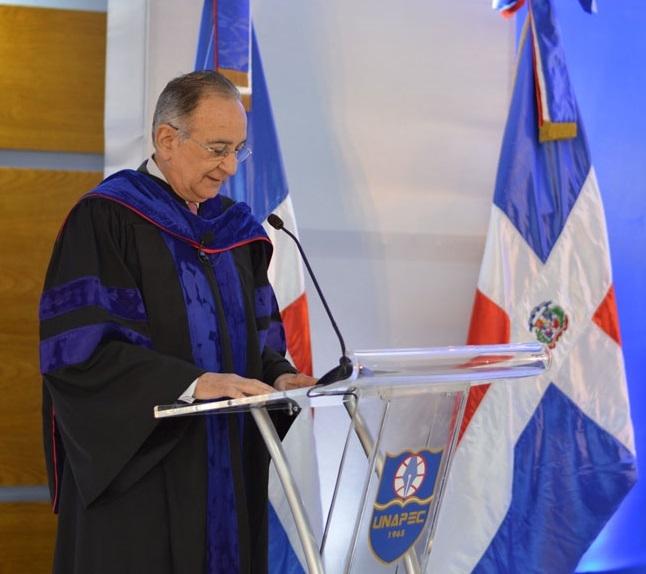 Presidente de la Junta de Directores de UNAPEC, Opinio Alvarez Betancourt.