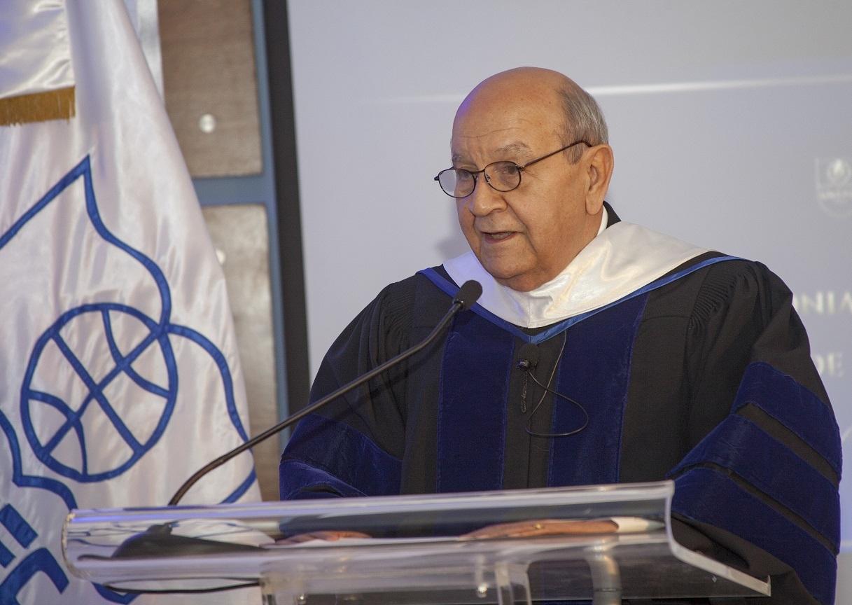 Doctor Franklyn Holguín Haché dicta discurso durante Toma de Posesión.