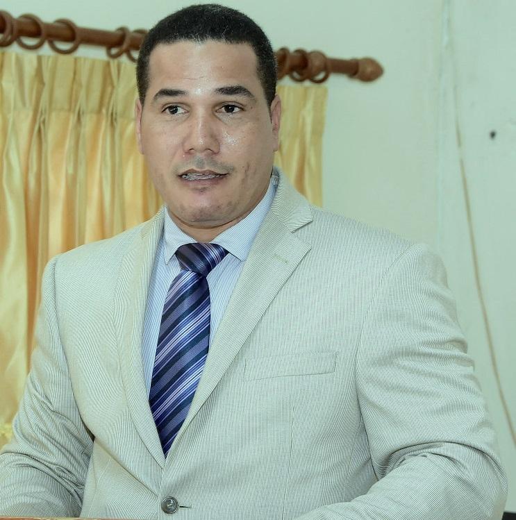 Dr. Ricardo Valdez, coordinador de Matemática Superior de UNAPEC.