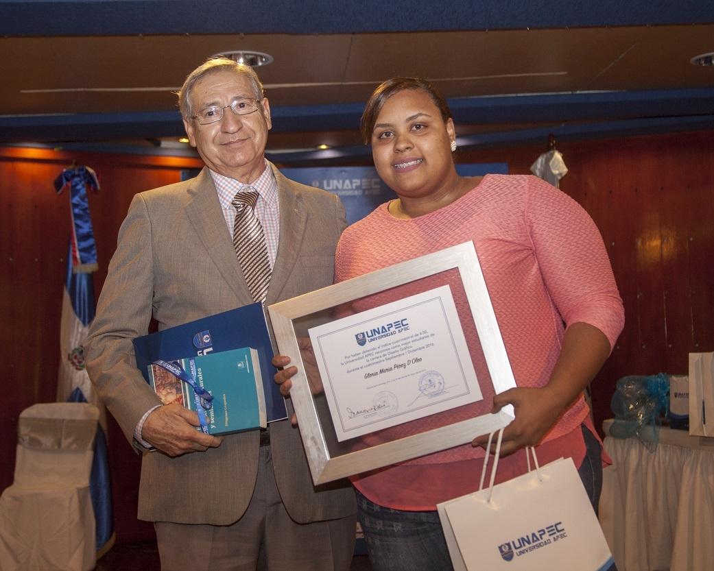 Gloria María Pérez D'Oleo, Licenciatura en Diseño Gráfico.