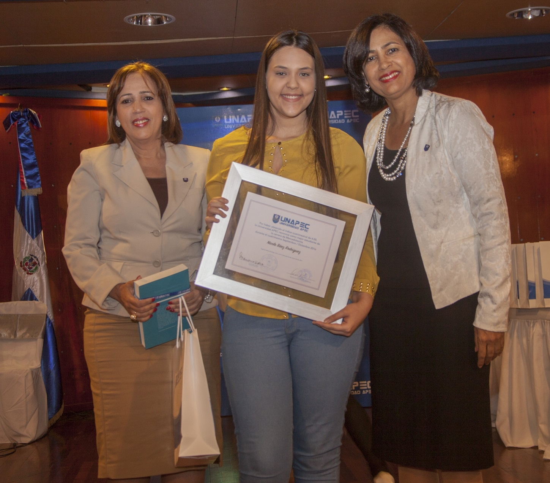 Nicole Báez Rodríguez, Licenciatura en Mercadotecnia.