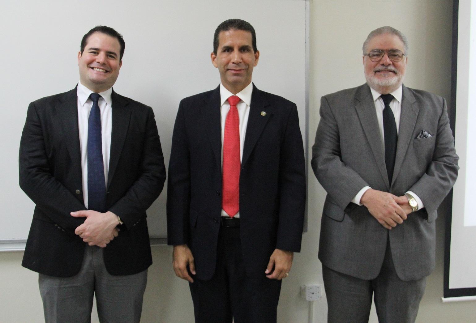 Manuel Morales Vicens, Alejandro Arredondo y el Embajador Manuel Morales Lama.