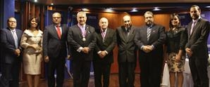 La Academia Interamericana de Derecho Internacional y Comparado otorga reconocimiento a Franklyn Holguín Haché, Rector de UNAPEC