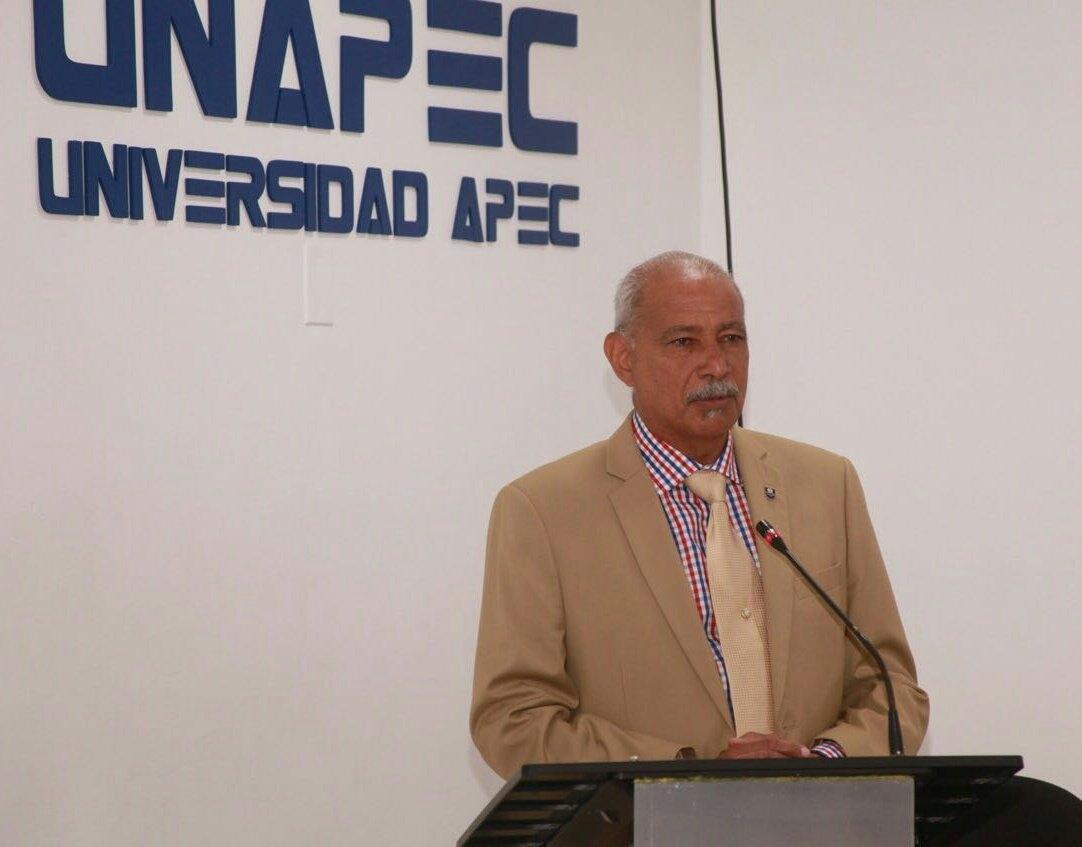 Lic. Francisco De Oleo, Rector en funciones de UNAPEC.