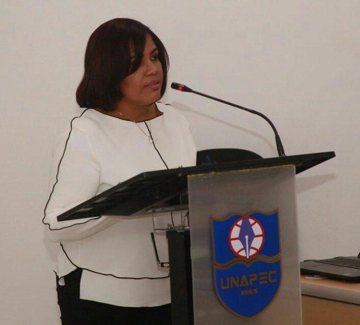 Coordinadora de la Especialidad en Lengua Española y Literatura, Clara Rodríguez.