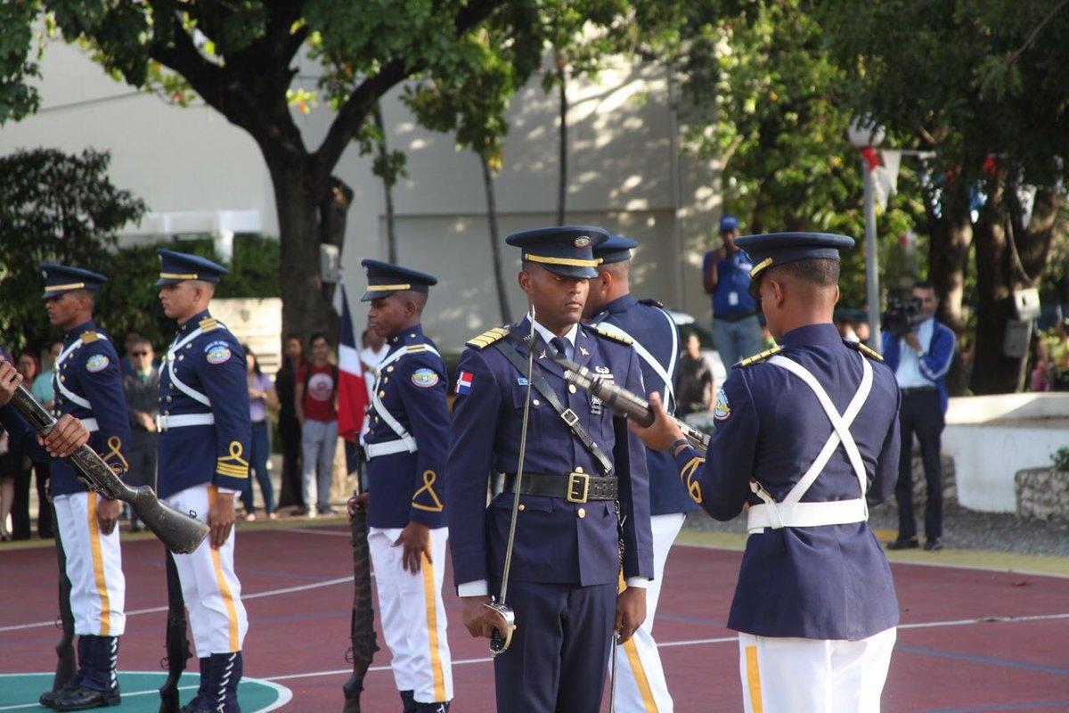 UNAPEC rinde tributo a la Bandera Dominicana.