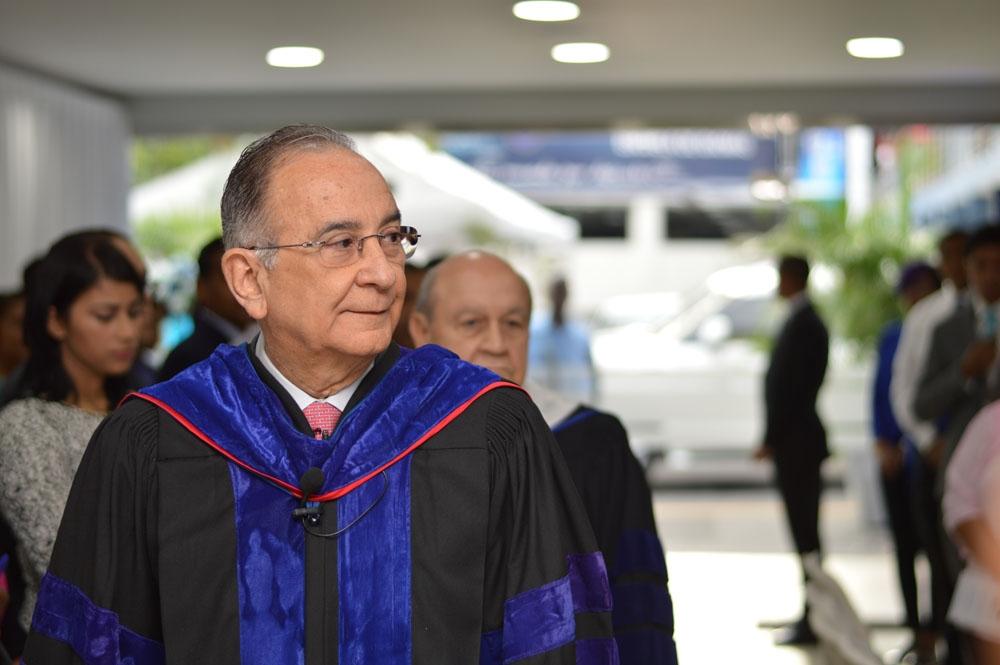 Presidente de la Junta de Directores de UNAPEC, Lic. Opinio Alvarez Betancourt.