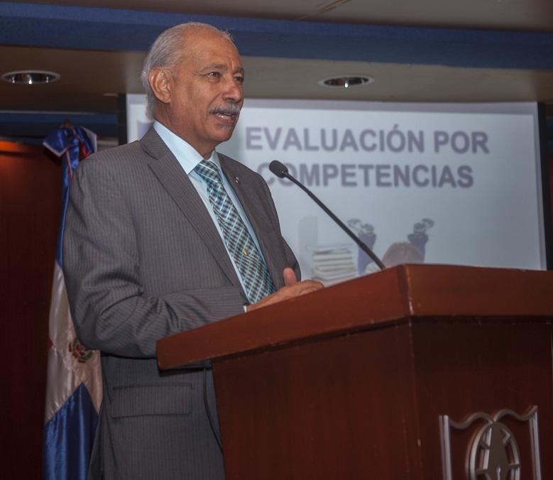 Vicerrector Académico de UNAPEC, Lic. Francisco D Oleo.
