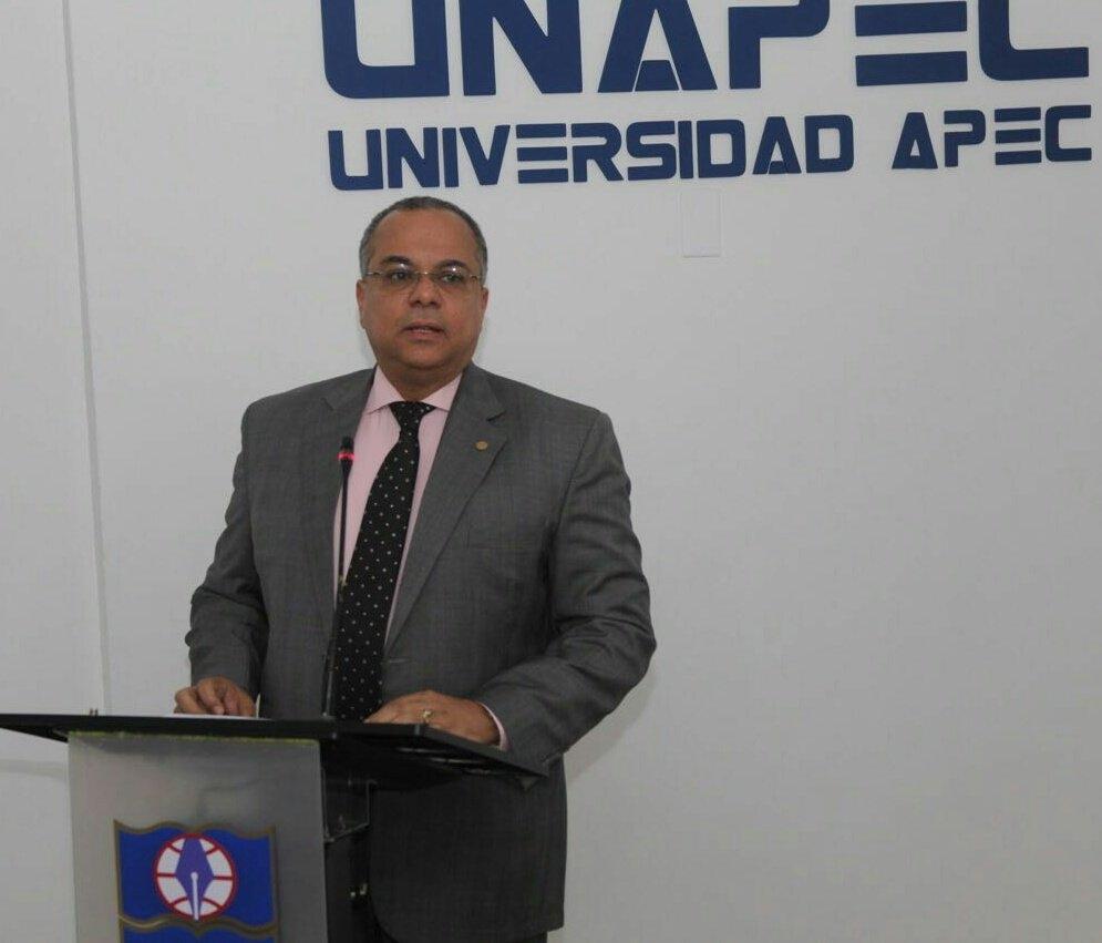 Decano de Derecho de UNAPEC, magistrado Alejandro Moscoso Segarra.