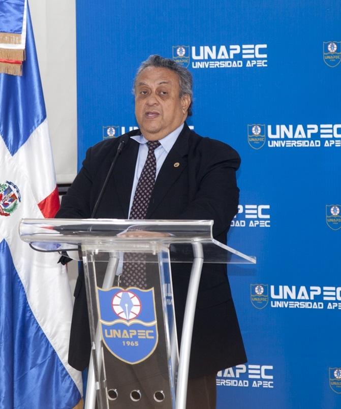 Cesar A. Caracas Berrios, director de Educación Continuada.