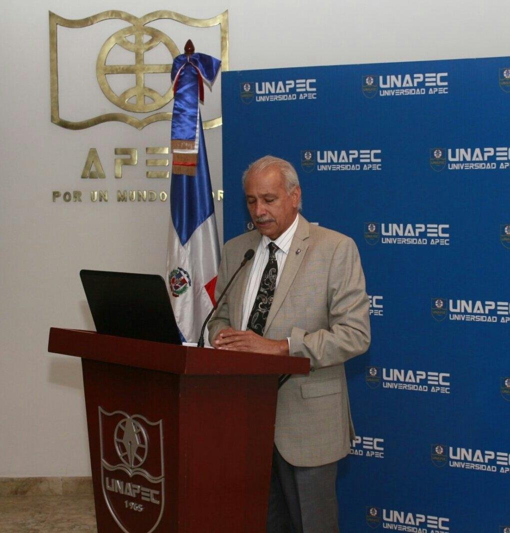 Vicerrector Académico de UNAPEC, Lic. Francisco De Oleo.