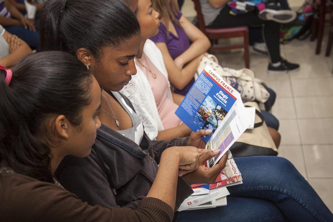 Jornada Informativa sobre Estudios Superiores en Países Francófonos: Programas y Oportunidades de Becas.