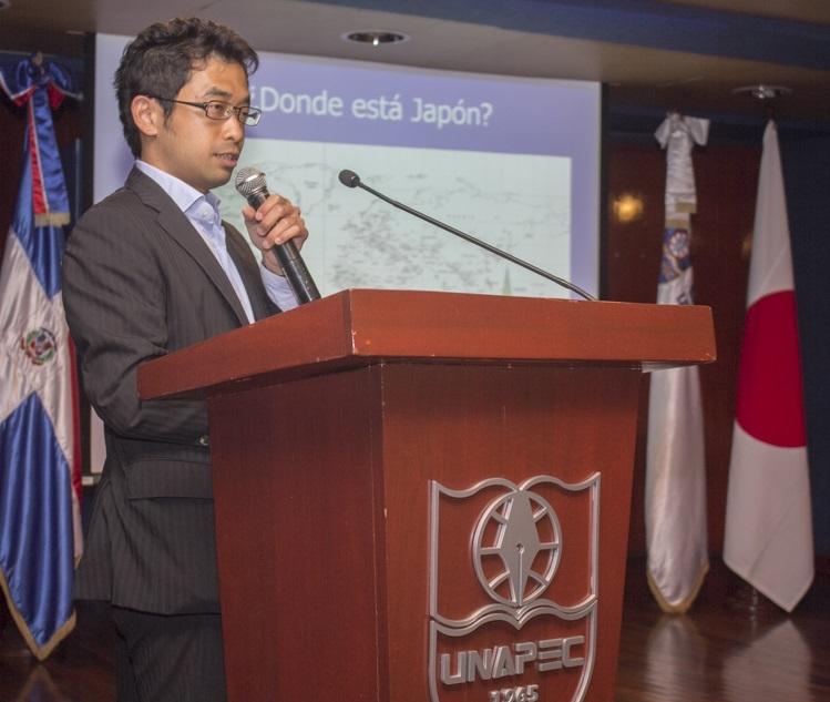 En representación de la Embajada del Japón, el Sr. Takeshi Murakami, Segundo Secretario, Encargado de Asuntos Políticos y Culturales.