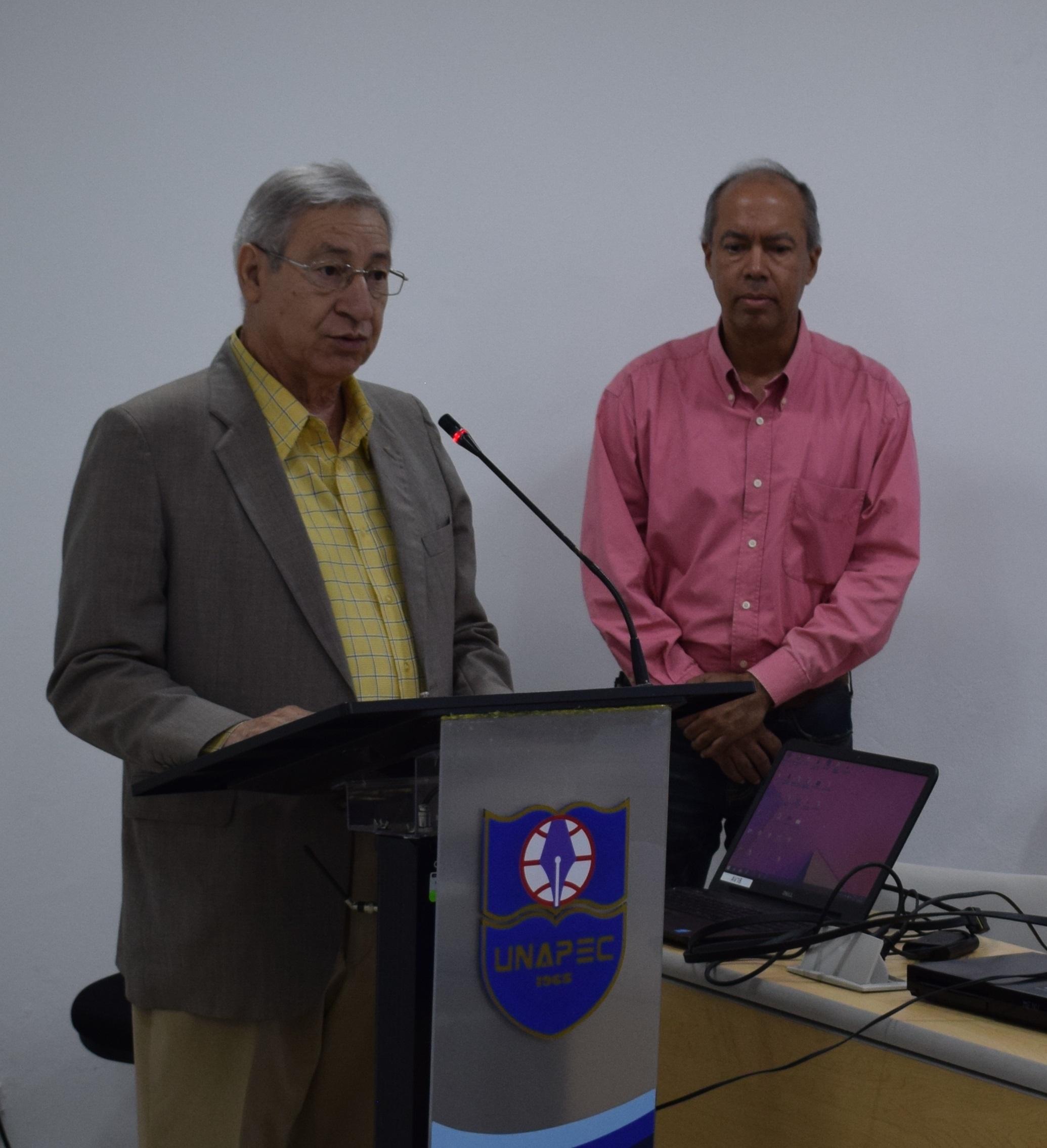 Decano de Artes y Comunicación, Andrés Hernández.