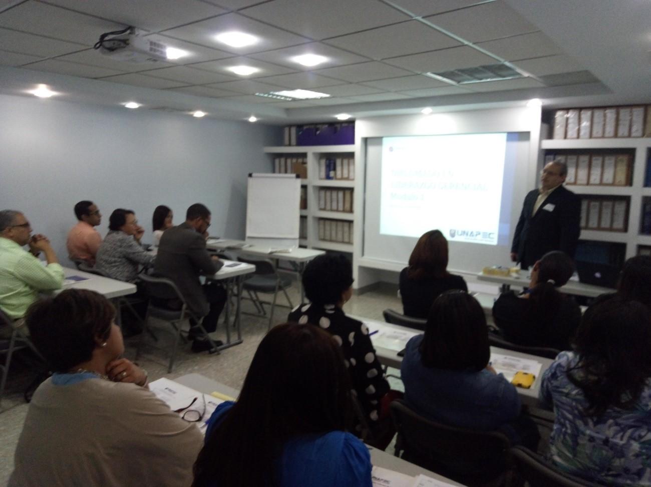 Empleados de ACROMAX Dominicana reciben capacitación de UNAPEC sobre Liderazgo Generencial