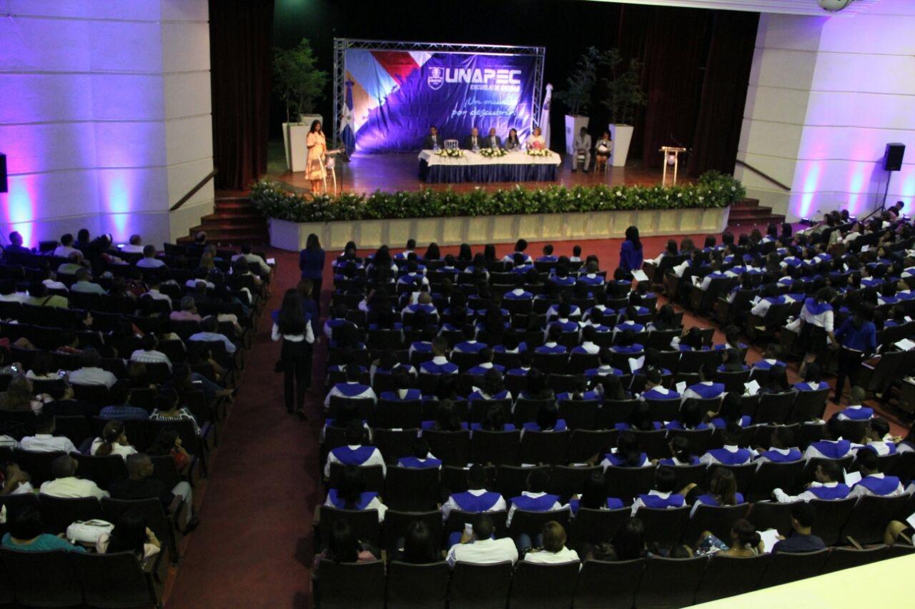 XLIV Graduación Ordinaria de la Escuela de Idiomas