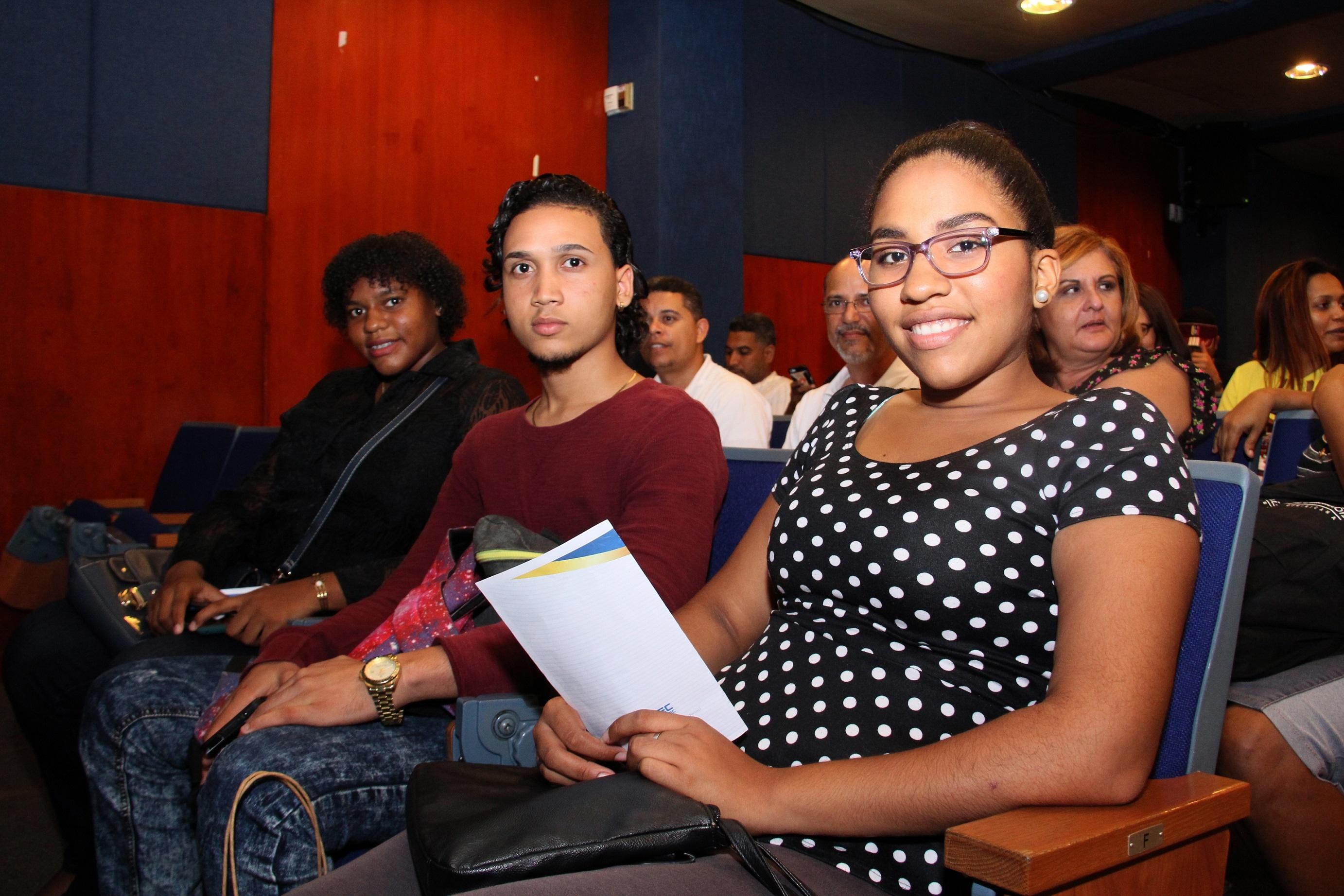 """Escuela de Idiomas culmina con éxito programa de inglés avanzado """"Difficult Dialogues"""""""