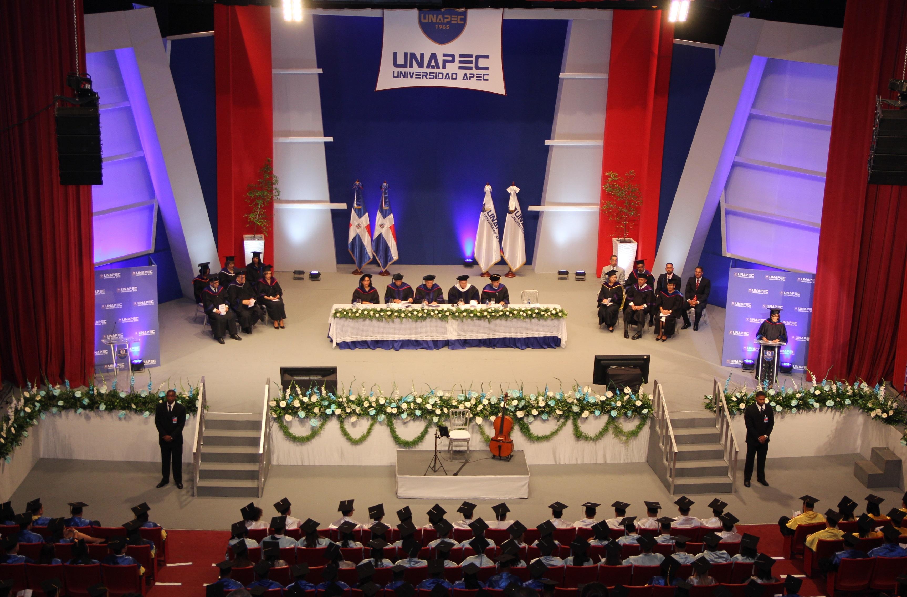 UNAPEC gradúa 369 profesionales en su Extensión Cibao