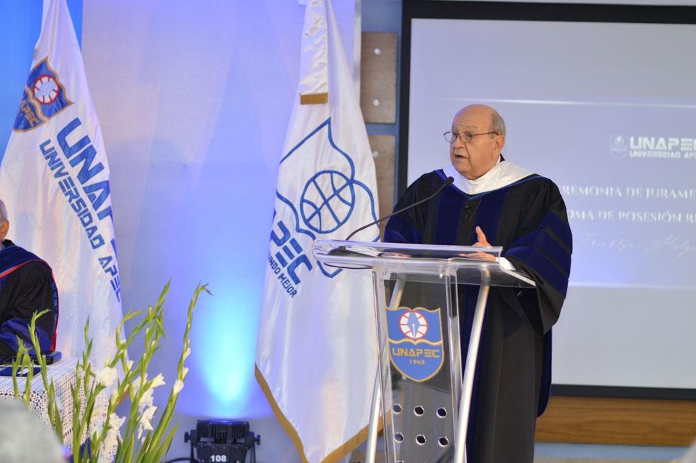 Rector de UNAPEC, doctor Franklyn Holguín Haché.