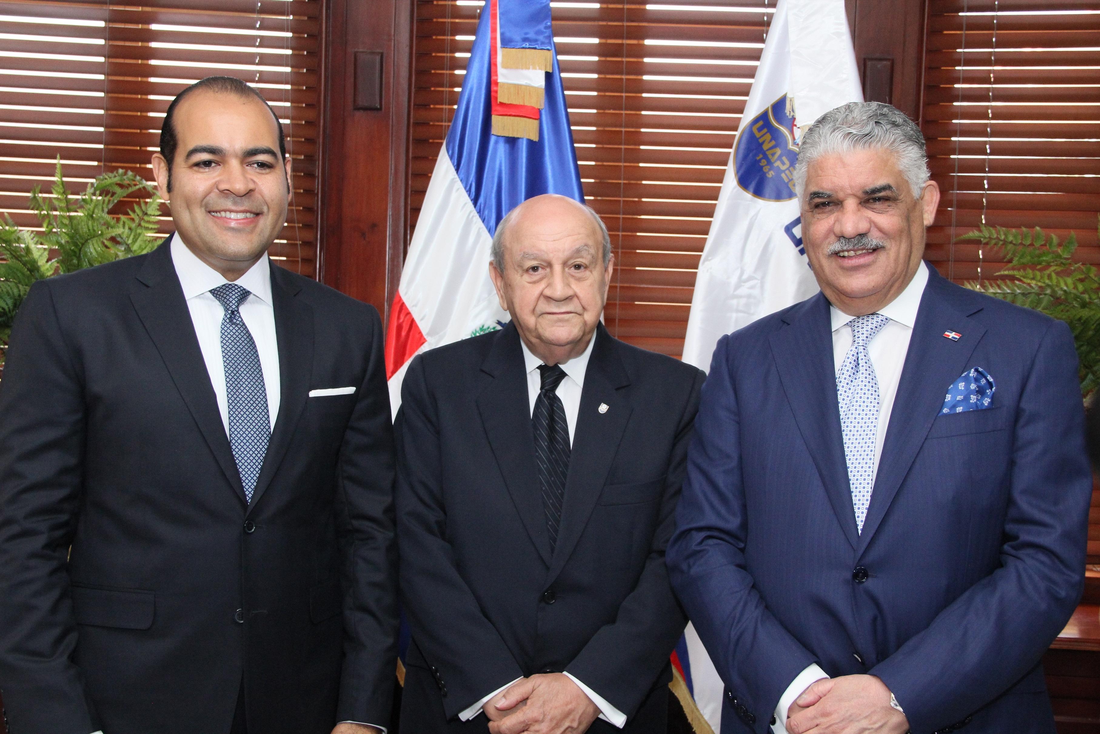 presidente del Colegio de Abogados, Miguel Surún Hernández, Franklyn Holguín Haché y canciller Miguel Vargas Maldonado.