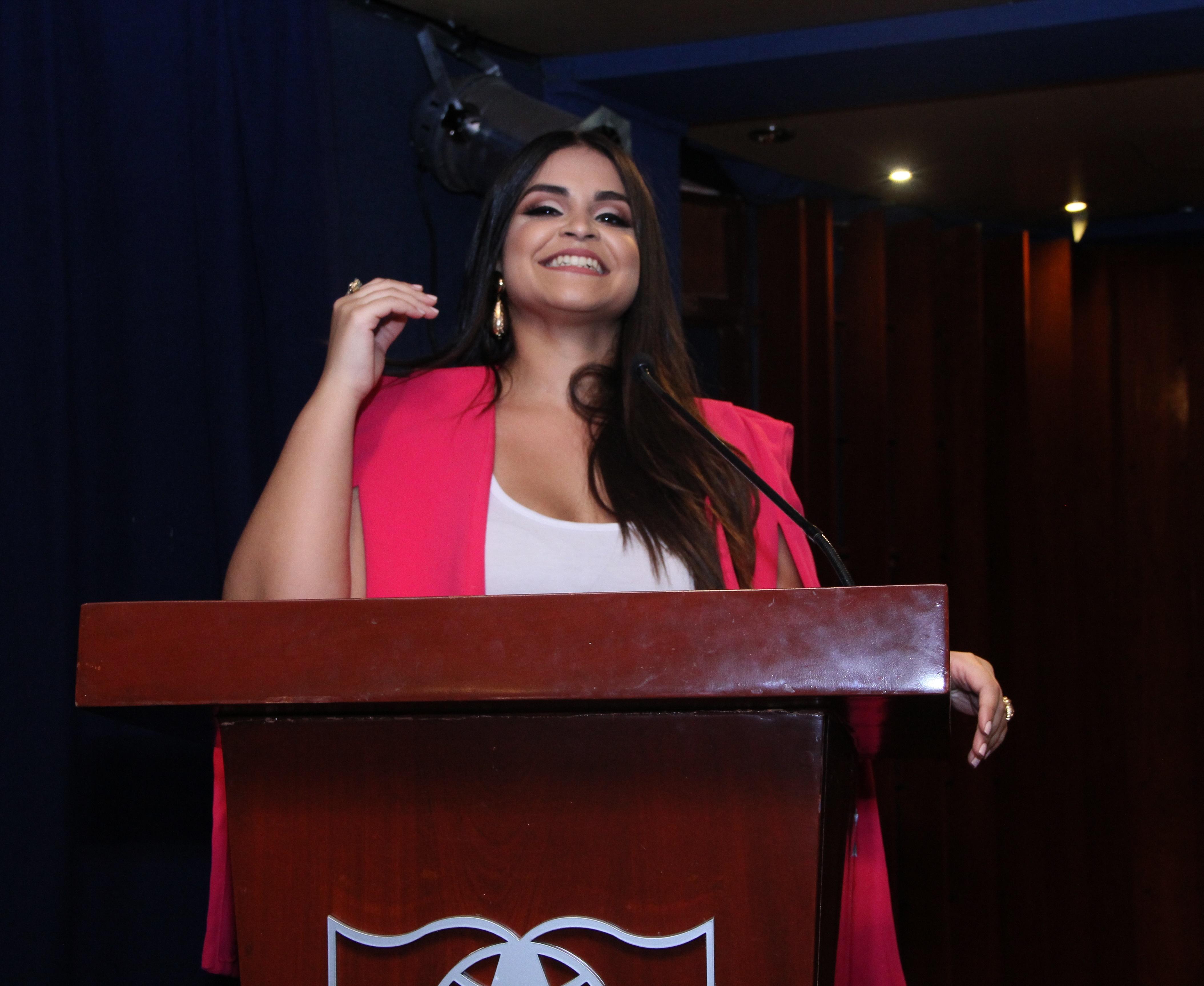 Anamía Abreu, bloguera y maquillista profesional, graduada de la escuela Makeup Designory en la ciudad de NY y propietaria de la marca Anamía Makeup Artist.
