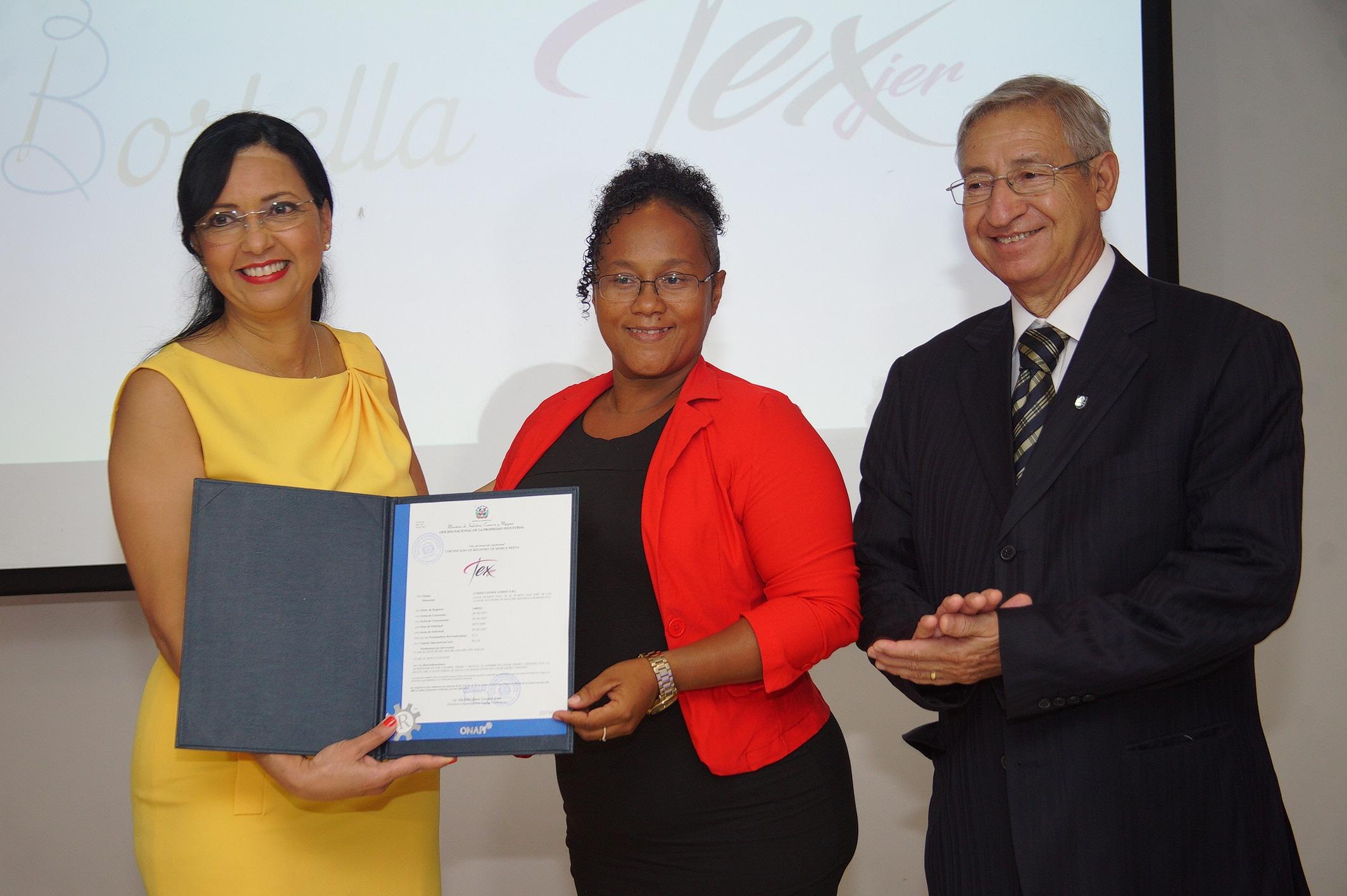 Dra. Sandy Lockward, Sra. Isabel Luisa Sanchez y el Sr. Andrés Hernández