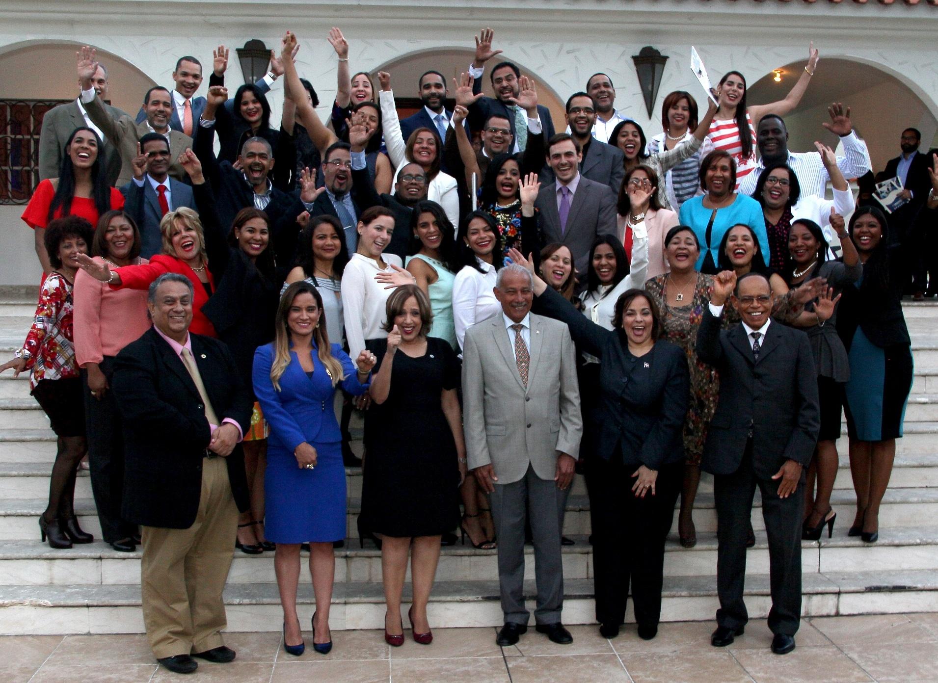 Universidad APEC y Dirección General de Contrataciones Públicas concluyen diplomado en transparencia y buen gobierno