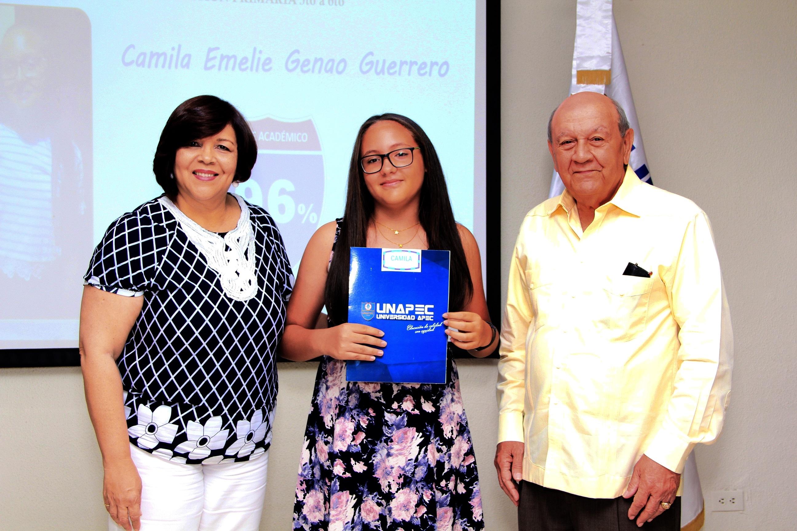 UNAPEC reconoce hijos de colaboradores con altos indices académicos durante el año escolar 2016-2017