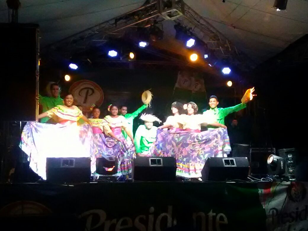 Grupo Folklórico de UNAPEC participa en las Fiestas Patronales de San Luis