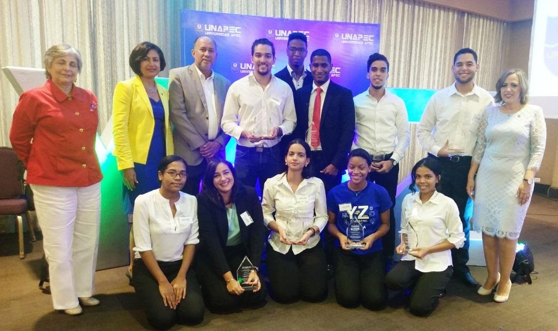 Estudiantes del Núcleo Estudiantil del Decanato de Ciencias Económicas y Empresariales.