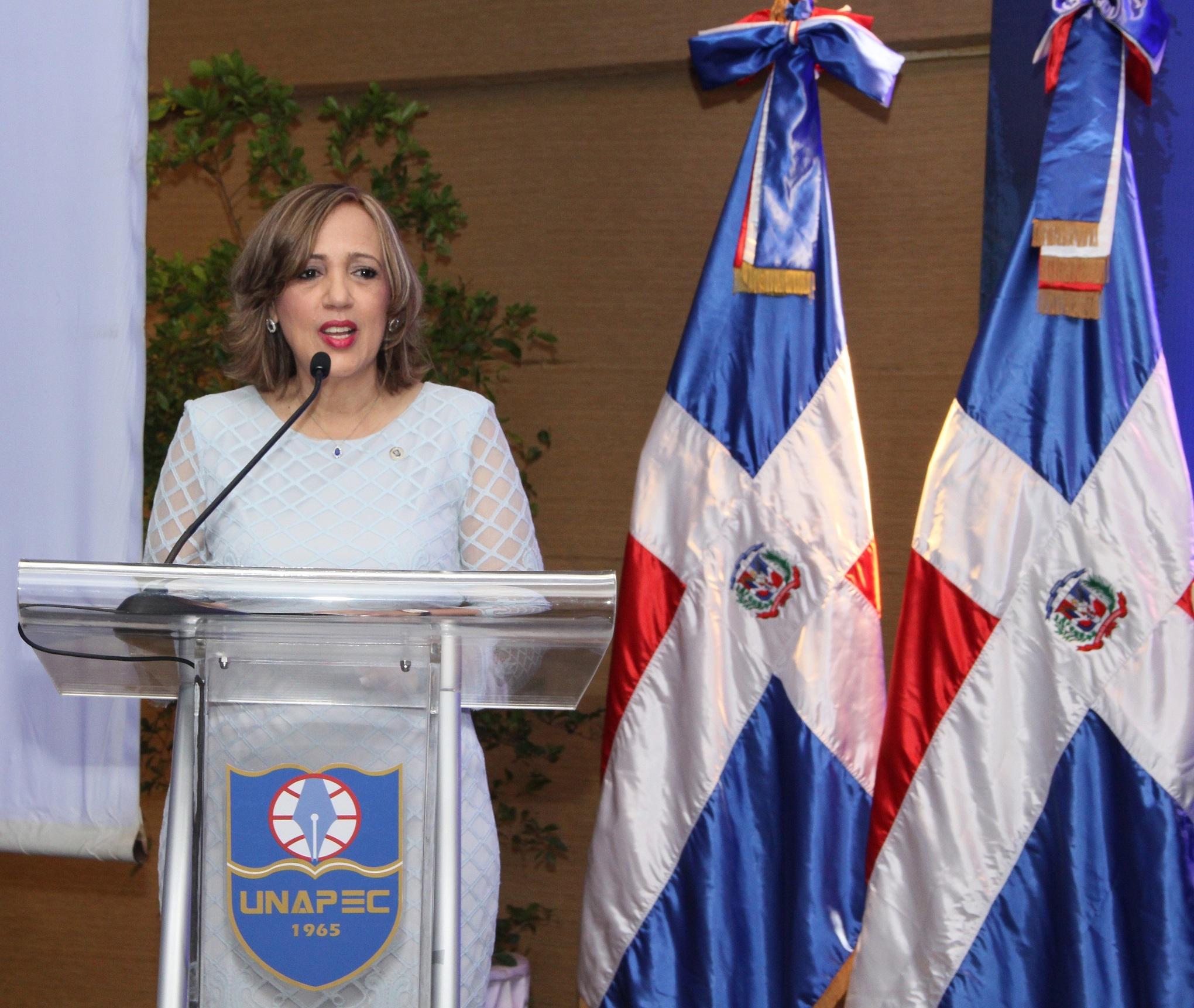 Decana de Ciencias Económicas y Empresariales de UNAPEC, doctora Aida Roca.