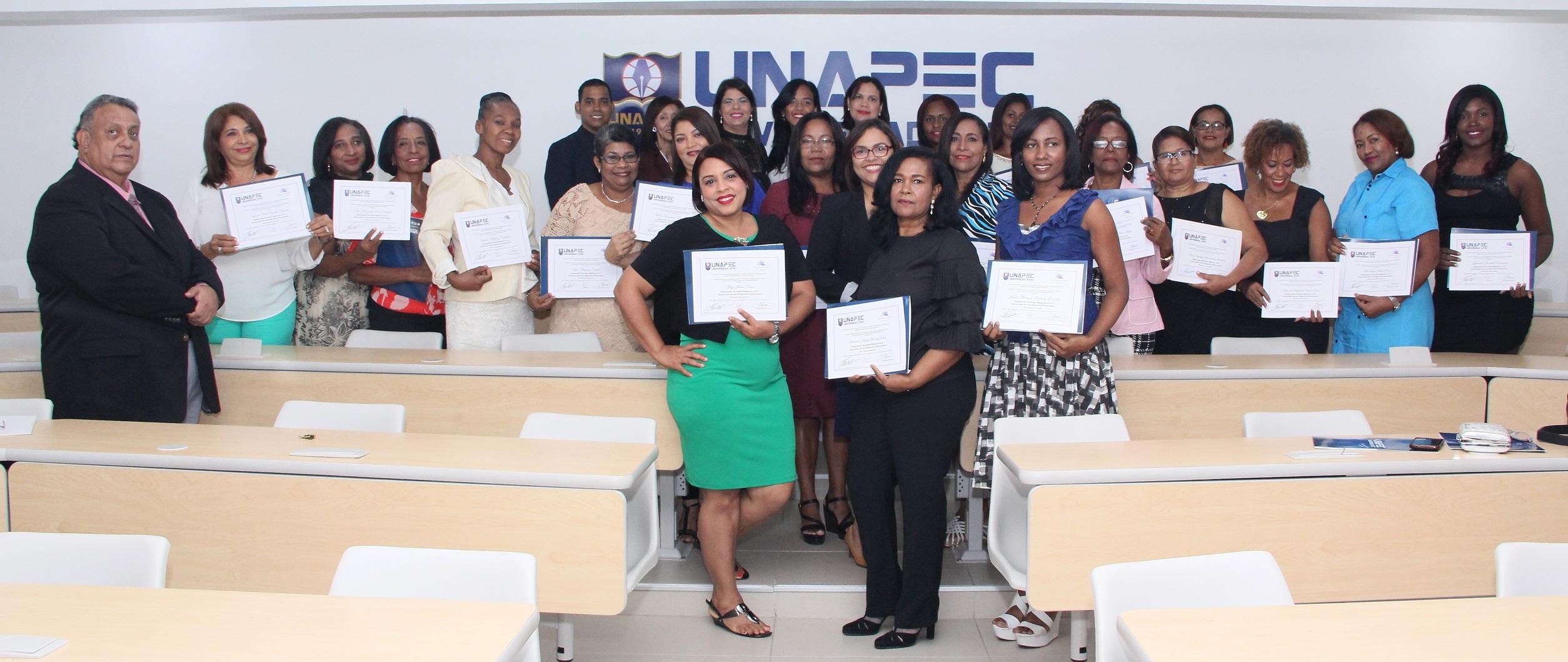 """UNAPEC culmina con éxito primera cohorte del Diplomado """"Grandes Mujeres"""", dirigido a féminas en estado de vulnerabilidad y pobreza"""
