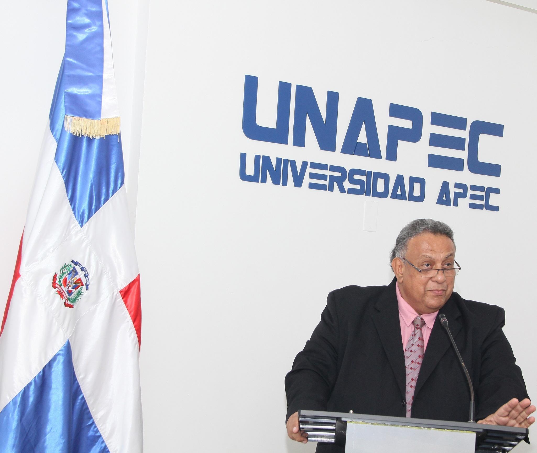 Lic. Cesar A. Caracas Berrios, Director de Educación Continuada de UNAPEC