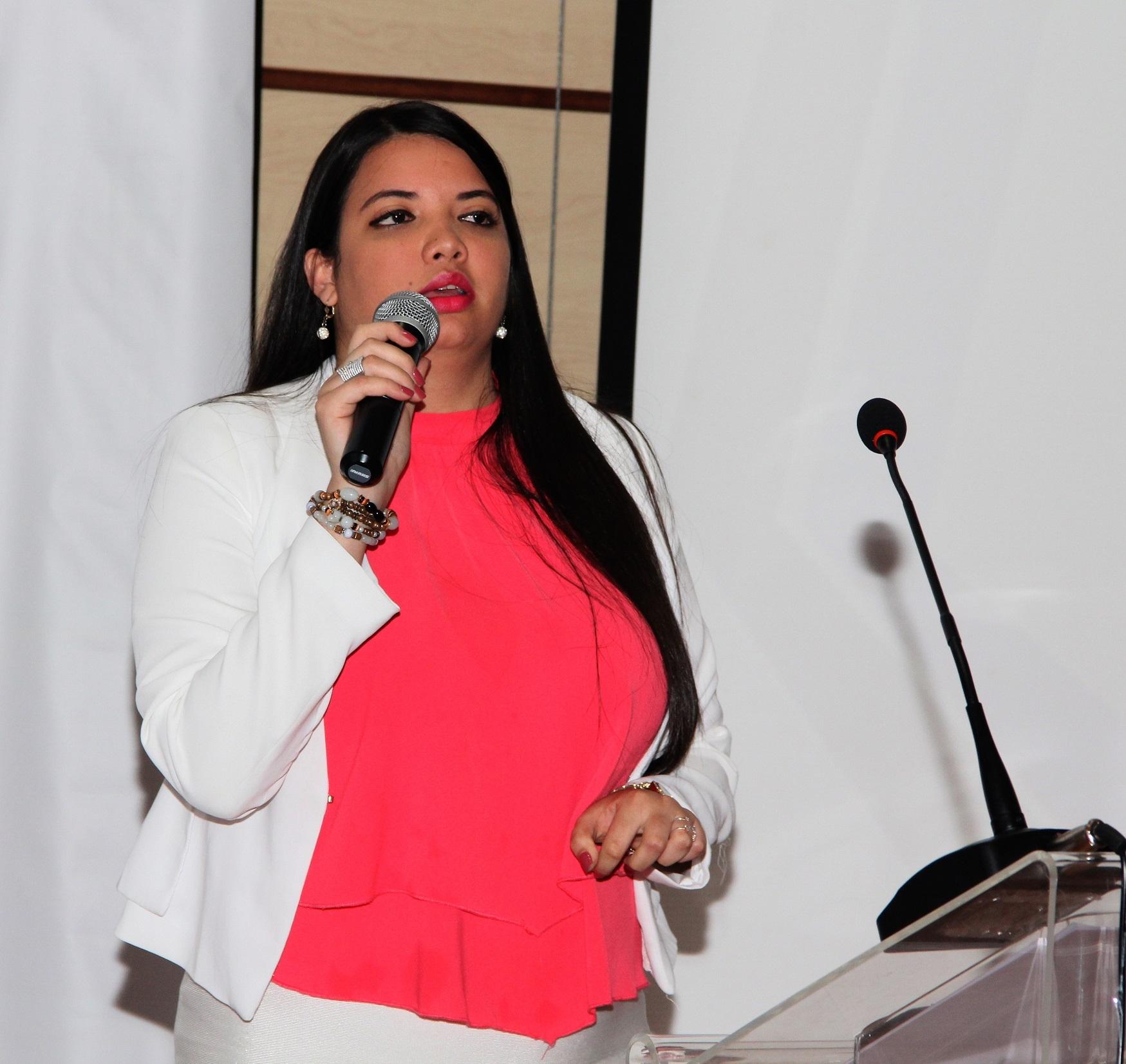 Cherlyn Rodríguez, egresada de la carrera de Negocios Internacionales.