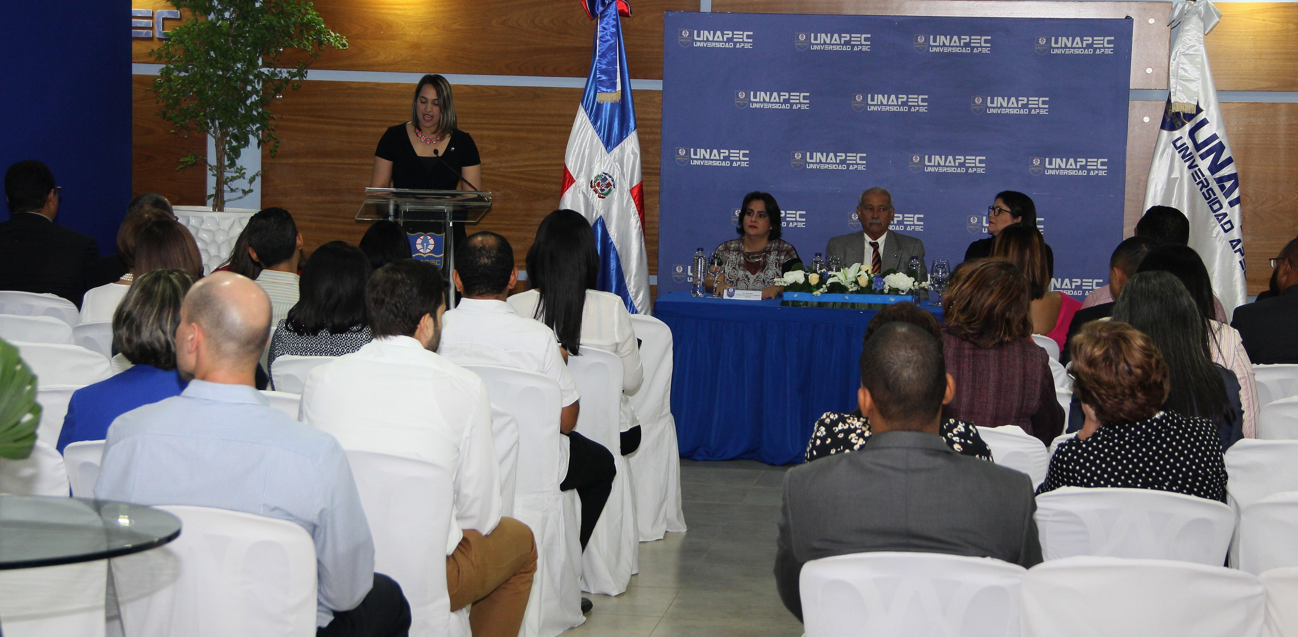 UNAPEC entrega 32 nuevos certificados a profesores culminaron con éxito el Diplomado Experto en Docencia Universitaria.