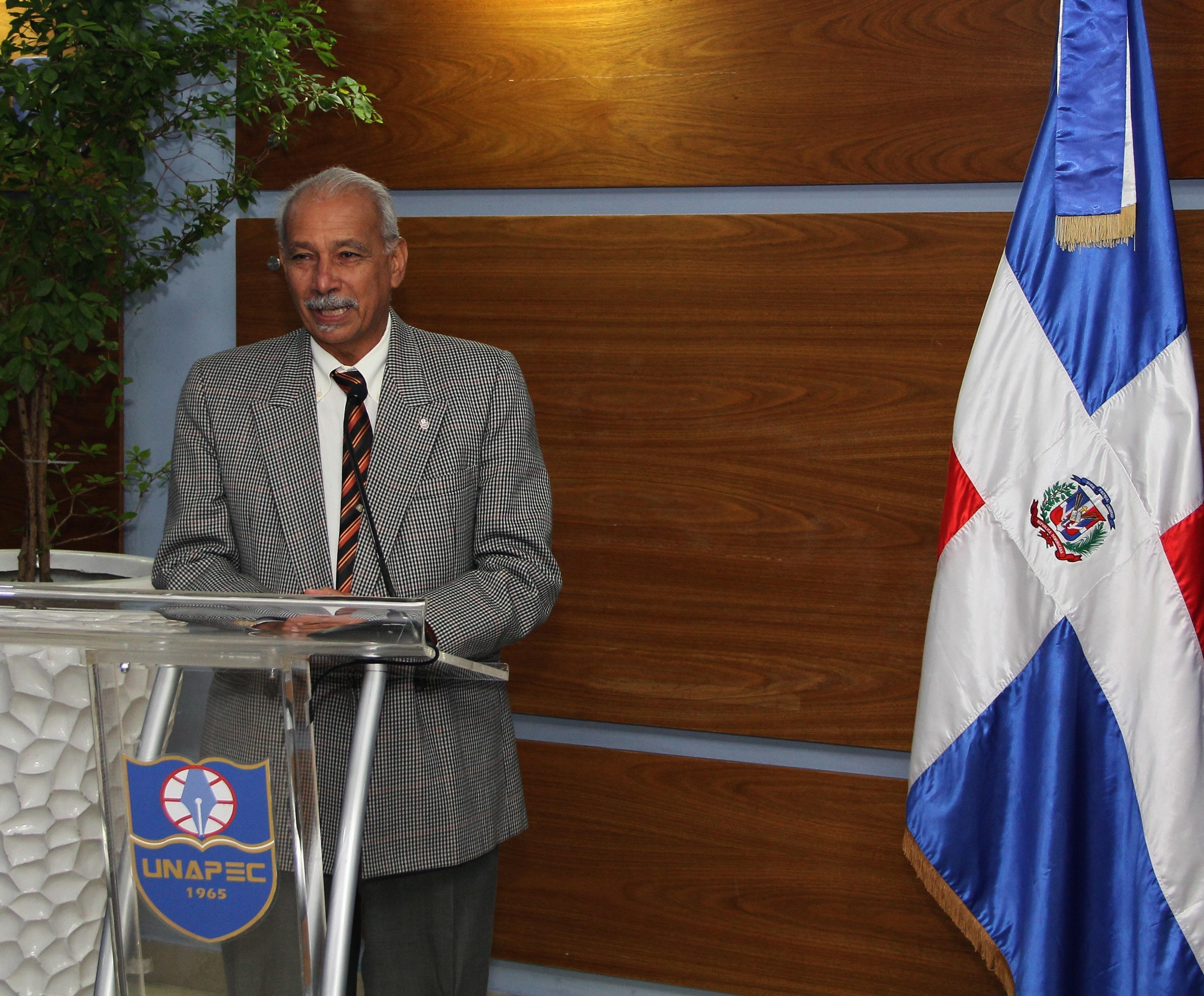 Francisco D' Oleo, Vicerrector de Investigación, Innovación y Desarrollo Estratégico de UNAPEC.