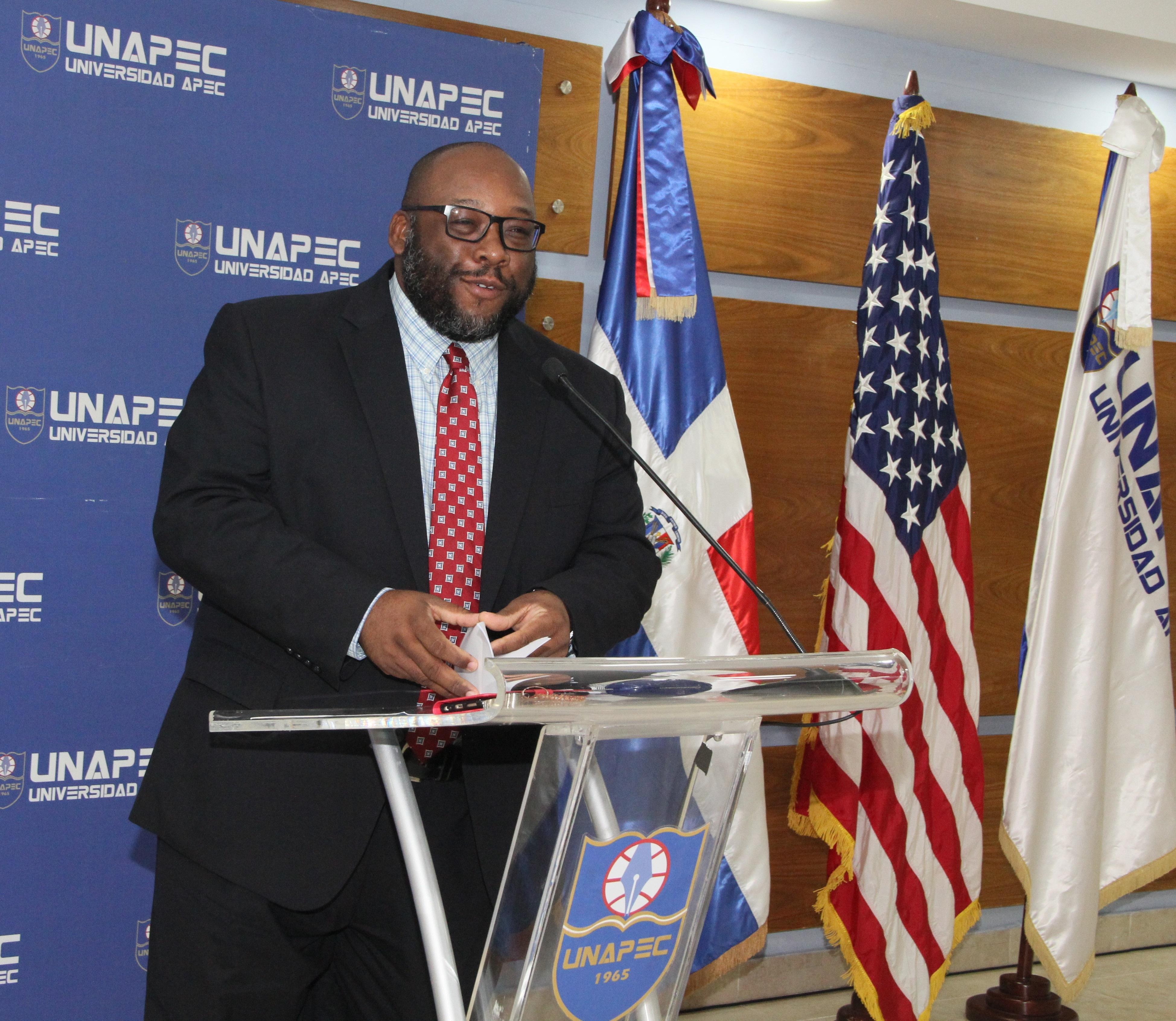 Ministro Consejero interino de la Embajada de los Estados Unidos en República Dominicana, el señor Arthur Brown.