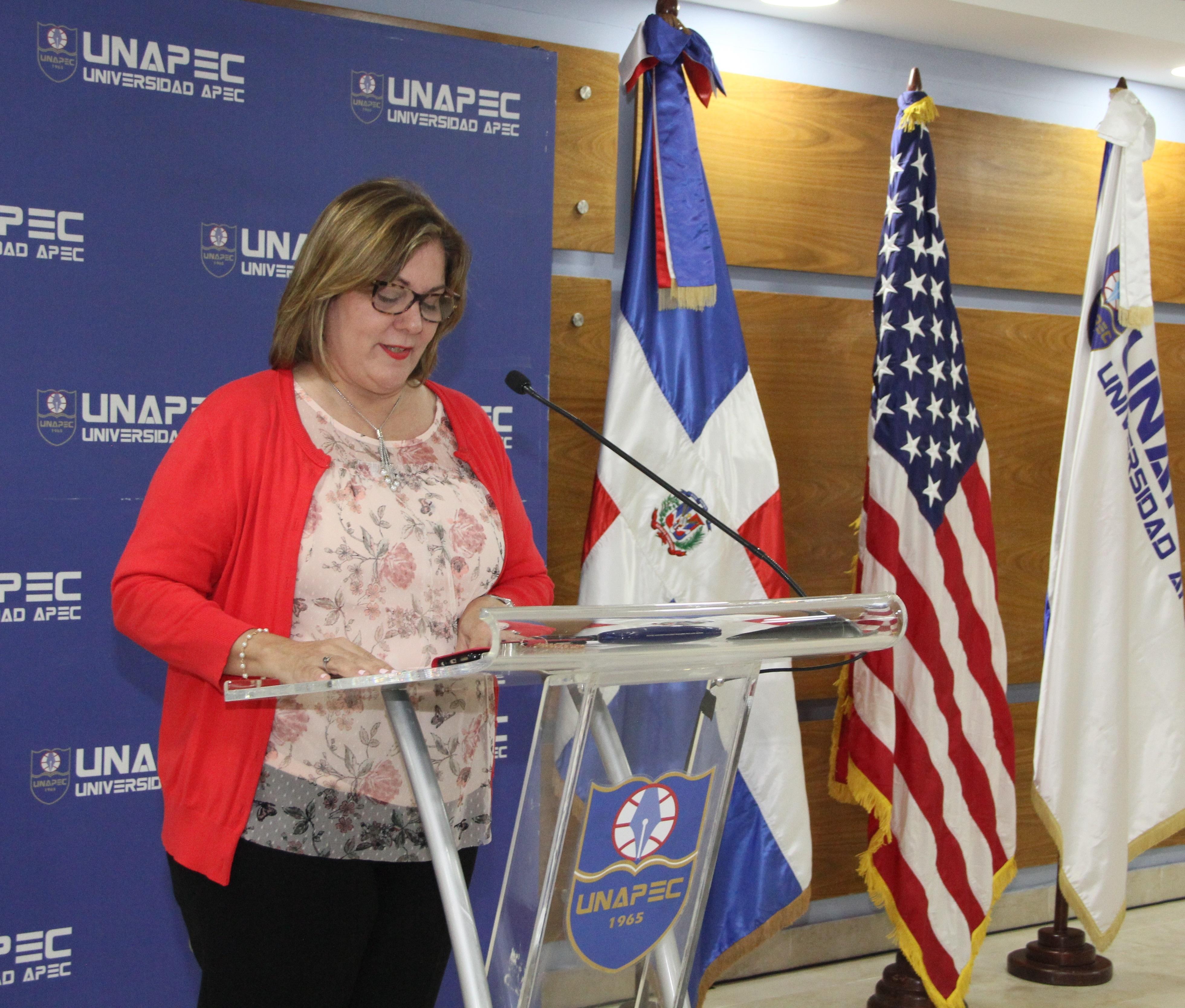 Laura Lovatón Frnaco, coordinadora de Lenguas Latinas de la Escuela de Idiomas UNAPEC.