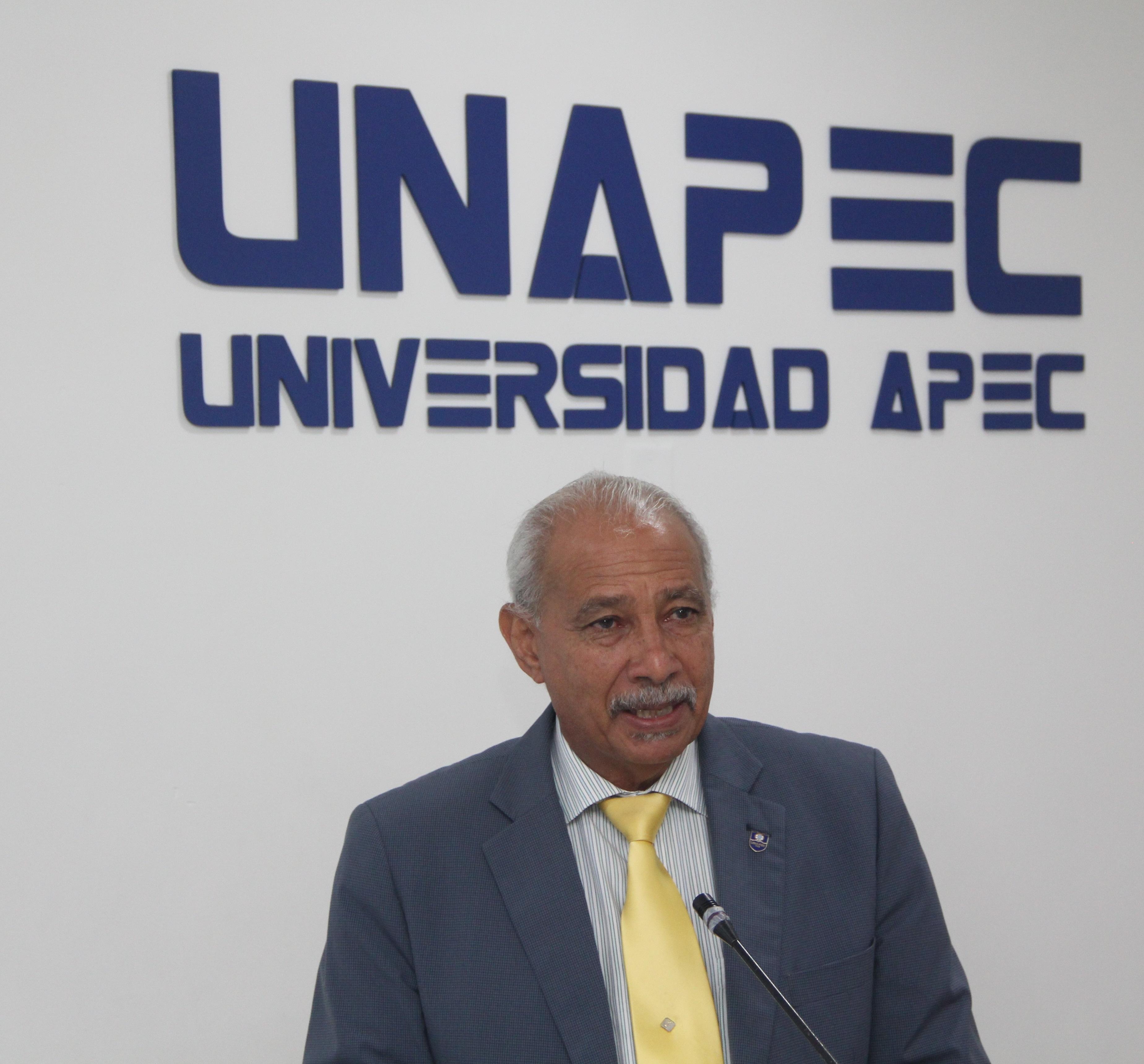 Estudiantes de UNAPEC participan en panel donde presentan sus ...